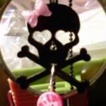 crossbones_pinkGlitter